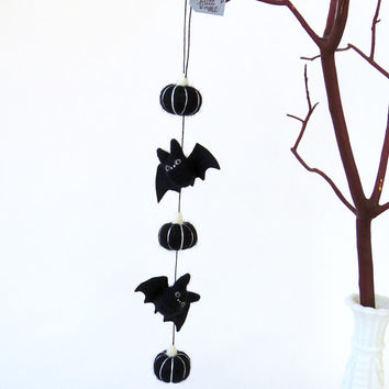 Felt bat garland, needle felted miniature black bats and black pumpkins, fall decor, cute goth Halloween
