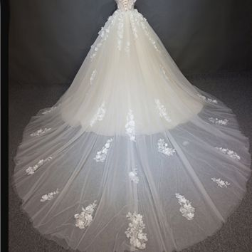 Romantic Floral Appliques Cap Sleeve Princess Wedding Dress New Fashion Ball Gown Elegant Flower Pearls Wedding Gown