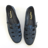 vintage blue black leather moccasin sandals. strappy sandals. womens leather shoes. size 8.5