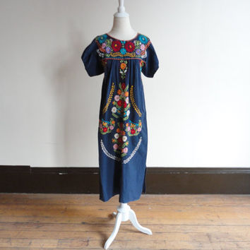vintage mexican embroidered dress / embroidered dress / mexican dress /  mexican style dresses
