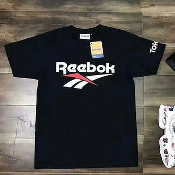 Reebok trend sells short sleeve t-shirts with round collar