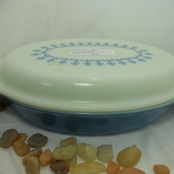 Pyrex Divided Dish with Lid Snowflake Blue Mid-Century