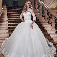 [196.99] Glamorous Tulle V-neck Neckline Ball Gown Wedding Dress With Lace Appliques - Dressilyme.com