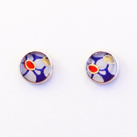 Blue flower stud earrings, washi round earrings, plum blossom, small ear stud, Japanese washi resin jewelry, hypoallergenic surgical steel