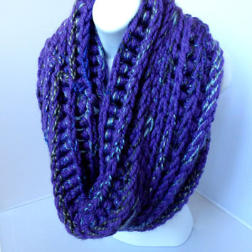 Purple Cowl Scarf, Chunky Crocheted Shawl Scarf, Reversible Violet Winter Wrap, Woolen Purple Multicolored Circle Scarf