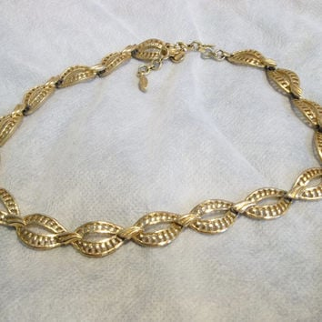 Monet Openwork Design Link Chain, Beautiful Woven Look, Gold Tone, Excellent Condition