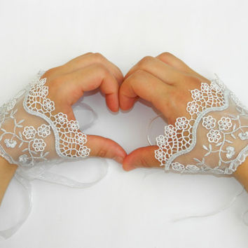 Wedding Glowes. Lace GLOWES, Wedding Cuff. Lace Wedding accessory, Bridal Glowes, Bridesmaid, Wedding Fashion