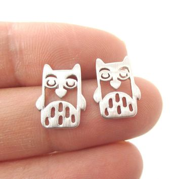 Adorable Owl Bird Face Shaped Stud Earrings in Silver   Animal Jewelry