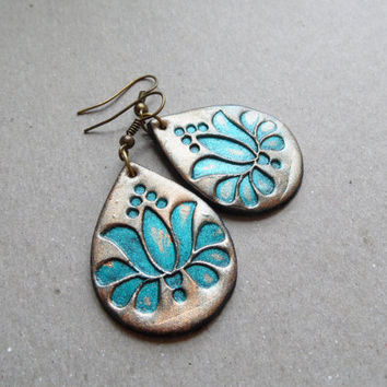 Tulip earrings, polymer clay jewelry, Hungarian Kalocsai embroidery pattern, modern tradition, verdigris