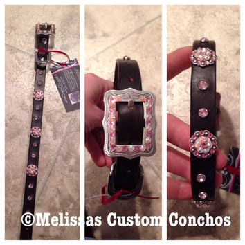 Dark oil 3/4 inch dog collar. Rose and White Opal Swarovski crystals. Small cart buckle with three 3/4 inch conchos. 17 inches long.