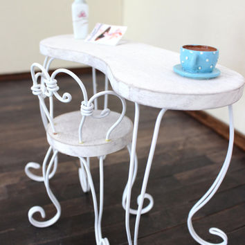 1/6 scale Vanity Table and Chair set for dolls (Blythe, Barbie, Bratz,  Momoko). Shabby chic.
