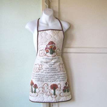 Quilty 1970s Mushroom Recipe Apron - Full Vintage Mushroom Graphic Apron - Retro Kitsch Cook Gift Apron/Chef - Mushroom Lover - Kitsch Apron