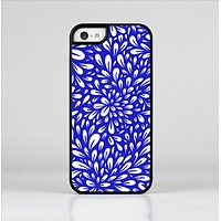 The Royal Blue & White Floral Sprout Skin-Sert Case for the Apple iPhone 5c