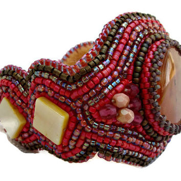 Bead embroidery cuff bracelet with an Strawberry Quartz cabochon. Seed beads jewelry.