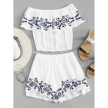 Off Shoulder Embroidered Crop Top With Shorts WHITE
