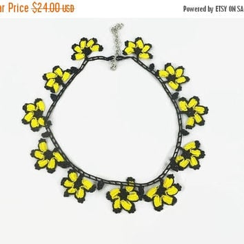 CHRISTMAS Crochet Flower Necklace , Yellow  And Black Oya Lace Necklace  Floral Jewelry,  Unique crochet Jewelry, Boho Fabric Necklace