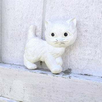 Vintage White Cat Kitten Wall Hanging Decor