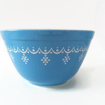 Vintage Pyrex Snowflakes Garland Mixing Bowl 1.5 Pint - Blue and White Mixing Bowl by Corning - #401 Snowflake Blue Cinderella Pyrex Bowl