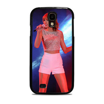 Taylor Swift Hits The Stage In A Cute Top And Shorts To Perform Samsung Galaxy S4 Case