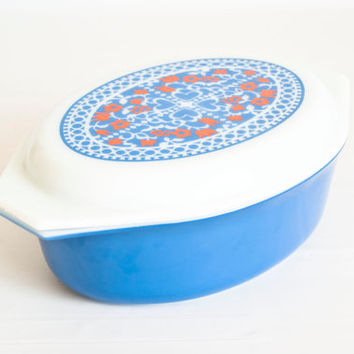 Vintage Large Pyrex PROMO New Holland Casserole, 2 1/2 Quart Oval Baking Dish with White Glass Lid, Blue and Red, 045