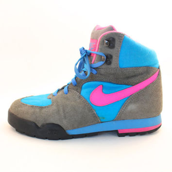 promo code 70013 a5b01 Vintage Retro Women s Nike Lava Dome Neon Pink Blue Hiking Boots Shoes