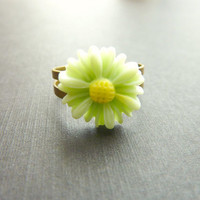 FLOWER RING pale mint green daisy flower on adjustable vintage base