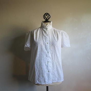 Vintage 70s Eyelet Shirt White Floral Embroidered Scallop Ruffle Womens Designer 1970s Blouse Med