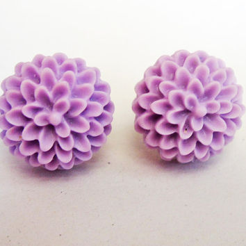 Chrysanthemum earrings, lavander earrings, post earrings, flower earrings, floral jewelry earrings, floral earrings, violet earrings, small