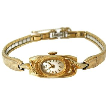 Vintage Bulova 14k Gold Ladies Watch Running Beautiful Classic