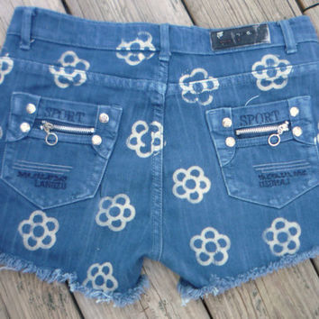 "women's Whitney cut off shorts "" Size Medium "" bleached floral decoration"