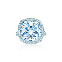 Tiffany & Co. - Ring in platinum with an internally flawless 11.22-carat diamond.