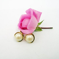 Vintage White  Faux Pearl Clip Earrings in a Gold Tone Setting, UK Seller