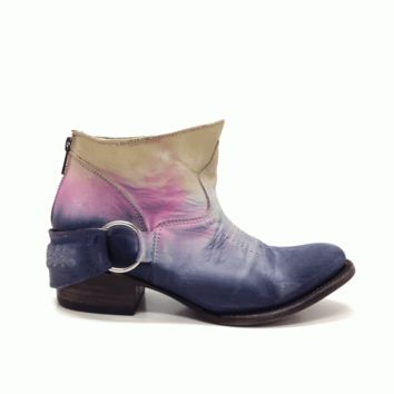 Rock the cool leather bootie trend all season long with these Charming FB-Hotel Leather Ankle Bootie by Freebird by Steven. Featuring distressed leather upper and leather underlining, pointing toe, O-ring & Distressed leather buckle with peak-a-boo silver