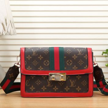 LV Louis Vuitton Brand Female Models Sleek Minimalist Retro One-Shoulder Diagonal Female Bag