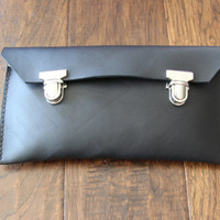 Genuine black vintage / old school leather pencil case with double catch tuck luck, handmade with 100% genuine leather. Fr: etui crayon cuir