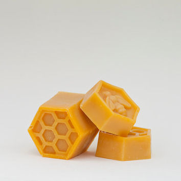 BEE HAPPY- natural, vegetarian soap bar made by a cold process with raw bees wax, acacia honey and essential oils of lemongrass & cedarwood