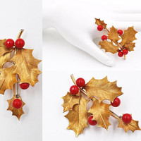 ON SALE Vintage Krementz Gold Holly Berry Brooch Pin, 14K Gold Overlay, Red Enamel, Holiday, Christmas, Holly Sprig, Leaf, Nice! #b532