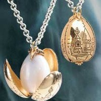 The Noble Collection: The Golden Egg Pendant