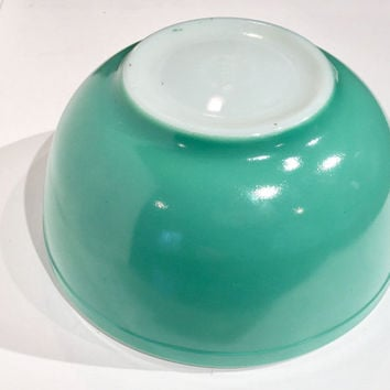 Pyrex 1940s Green Mixing Bowl, 2 1/2 quart Vintage Pyrex Mixing Bowl