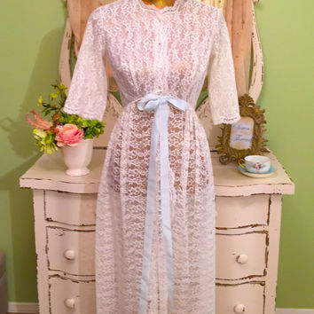 50s Lace Robe, Scalloped Long Robe, Vintage Dressing Gown, Old Hollywood Glam Robe, Off White Lace Blue Satin Ribbon, Bias Cut Robe, Sm