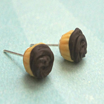 chocolate cupcake stud earrings