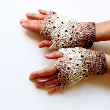 Arm warmer / Holiday Gift / Fingerless Crochet Gloves / Gift Guide / Special Desing / Size M / Brown - cream / FRONT PAGE