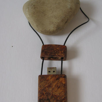 Wood flash drive pendant. 16 GB. Thumb drive necklace.