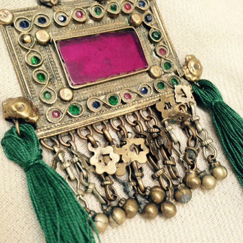 Long vintage Kuchi tassel necklace. Antique Charm Pendant. Tribal gypsy necklace. 70s bohemian jewelry. Green and Fuchsia