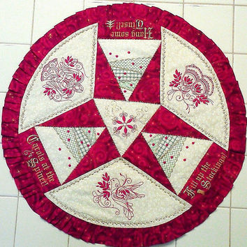 Christmas Table Topper, Holiday Table Round, Centerpiece, Quilted Table Topper, Holiday Decor, Christmas Decoration, Holiday Table Runner