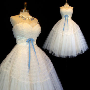 Vintage 50s Wedding Dress XS - Strapless White Tulle - Blue Velvet Bow - Cupcake Tiered