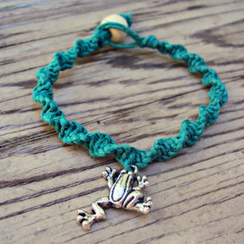 Macrame Hemp Bracelet Frog Charm Green Eco-Friendly Spiral Knot