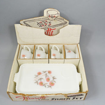 Milk Glass Snack Set, Vintage Fleurette Snack Set, Anchor Hocking Milk Glass, 1950s Fire King Lunch Plates and Cups, Serving Collectible