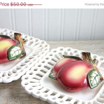ON SALE Antique Wall Pockets, Apple, Fruit, Vintage Wall Pockets, Scalloped Edges, Kitchen Decor set of 2