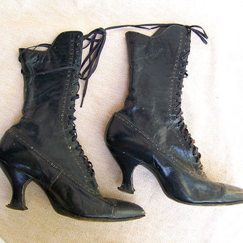Victorian boots shoes lace up leather high heels pointed toes crescent heels
